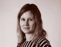Laura Roinisen kolumni: Koira on alkanut tehdä mieleen pesää, joten minä mietin mutaojia, matkustamista ja eroahdistusta