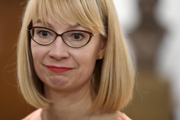 SDP:n kansanedustaja Tytti Tuppurainen sanoo kuulostelevansa, millaista tukea puoluekokousedustajien keskuudessa on. Lehtikuva / Jussi Nukari.