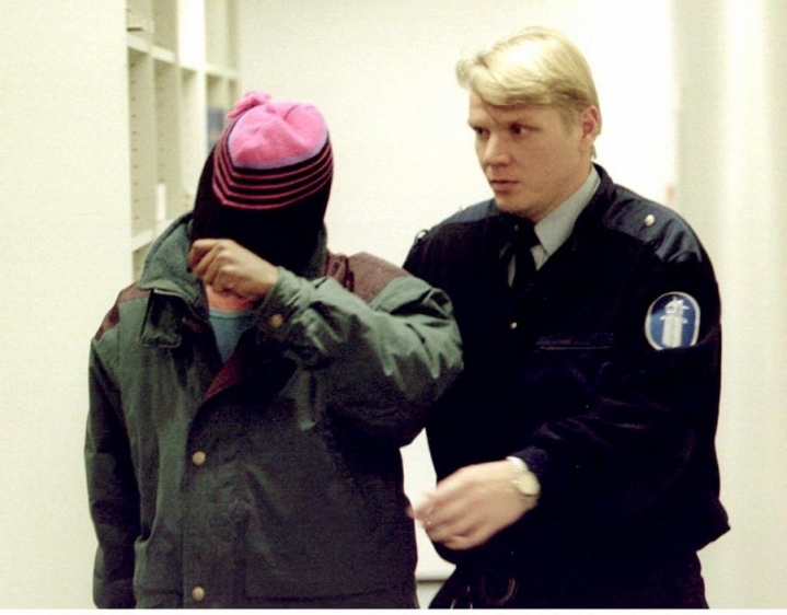 Syyttäjän mukaan Hussein löi uhria nyrkillä kasvoihin useaan kertaan. Kuva on kuun alusta, kun Hussein otettiin suoraan säilöön hänen päästyään vapaaksi Turun vankilasta. Lehtikuva / Veli-Matti Parkkinen