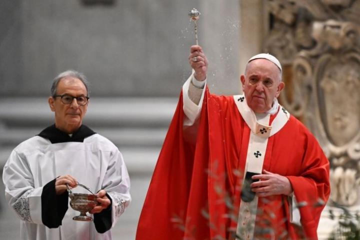 Paavi muistutti pääsiäisen keskushenkilön viestistä. Lehtikuva/AFP