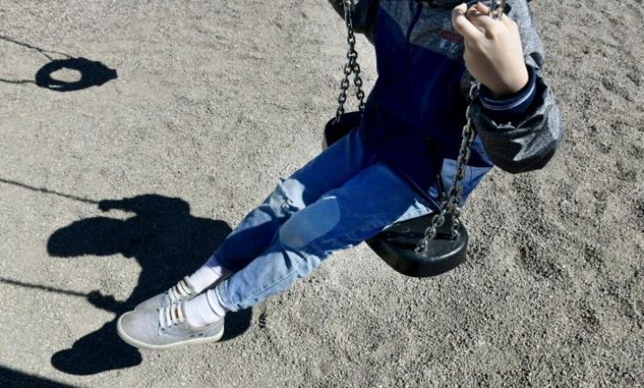 Yli 60 prosenttia kunnista arvioi lasten mielenterveysongelmien lisääntyneen koronaepidemiaa edeltävään aikaan verrattuna. LEHTIKUVA / HEIKKI SAUKKOMAA