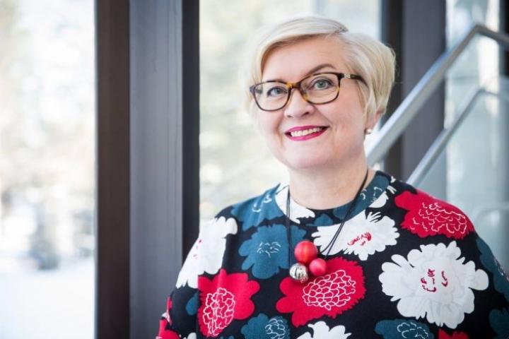 Kuvassa kunta- ja oikeusministeri Anu Vehviläinen (kesk.)