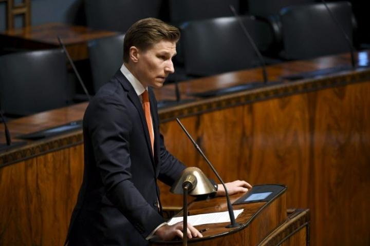 Matti Nissinen sai potkut oikeusministeri Antti Häkkäseltä (kuvassa).
