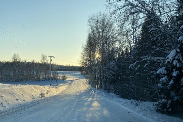 Selkeä sää on hellinyt Pohjois-Karjalaa viime päivinä. Kuva on Pyhäselän Rekivaaralta torstailta.