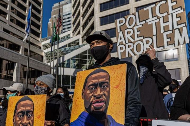 Yhdysvalloissa alkoivat Floydin kuoleman jälkeen laajat mielenosoitukset. LEHTIKUVA / AFP