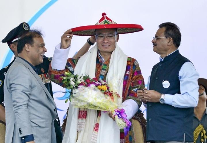Bhutanin pääministeri Tsherin Tobgay kävi viime vuonna valtiovierailulla Intiassa.