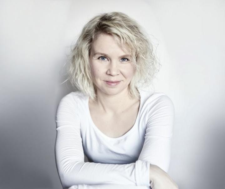 Henriikka Rönkköseltä ilmestyy ensi viikolla uusi romaani.