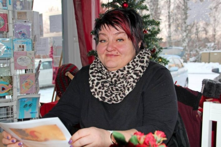 Kirsi Räsänen-Muttonen on järjestämässä Tohmajärvelle vähävaraisten jouluruokailua. Hän kiittelee vuolaasti niitä, jotka ovat mahdollistaneet tapahtuman järjestämisen.