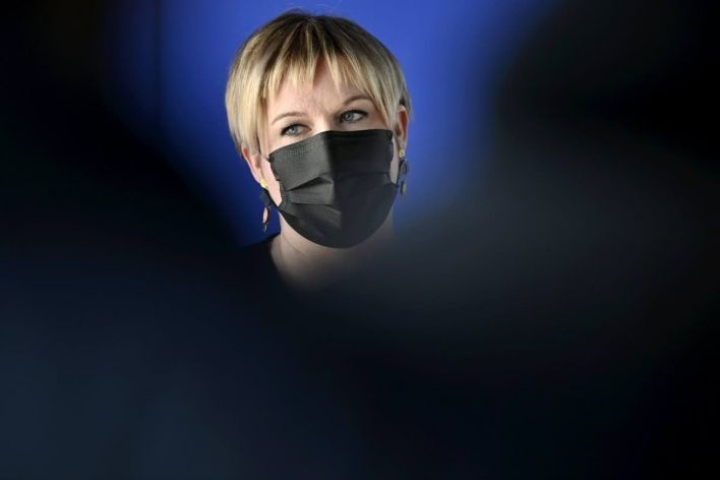 Tiede- ja kulttuuriministeri Annika Saarikko saattaa ottaa pian valtiovarainministerin salkun.