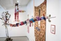 Reima Hirvosen näyttely on fyysinen kokemus: Ahdistusta, pelkoa ja shamanistista toivoa