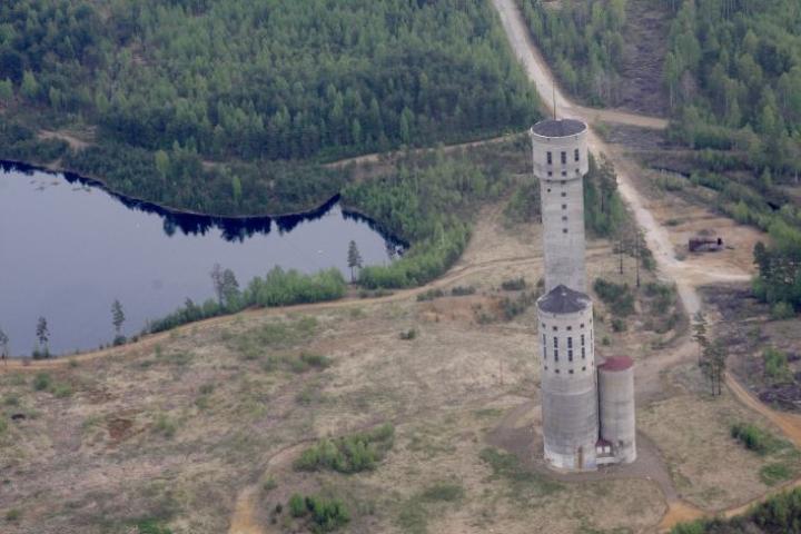 Keretin kaivostorni  kohoaa 96 metrin korkeuteen.