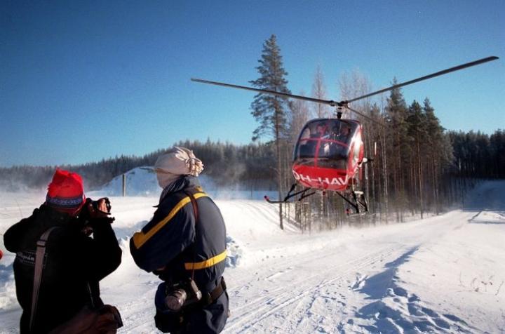 Pakkasta yritettiin karkottaa muun muassa helikoptereilla.