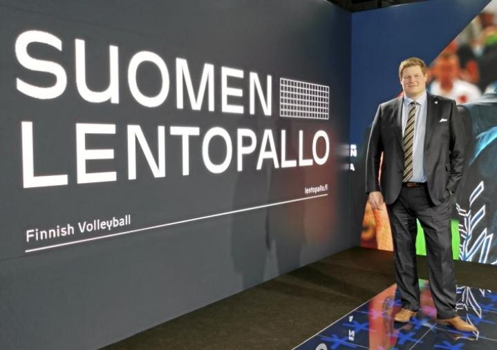 Olli-Pekka Karjalainen on harpannut lentopallon pariin. Hän toimi aikaisemmin Kuortaneen valmennuskeskuksen palveluksessa.