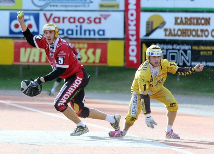 JoMan Aleksi Rautiainen (vasemmalla) oli tärkeässä roolissa sekä sisällä että ulkona.