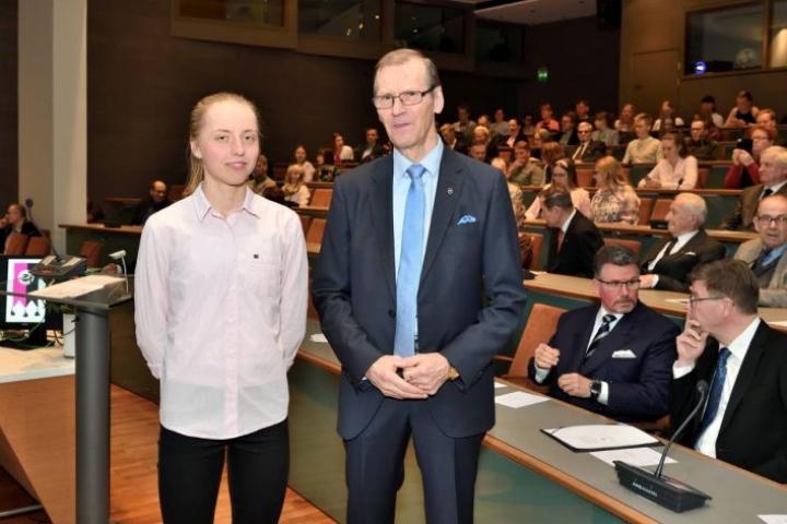 Siiri Silvennoinen suunnistaa terveenä pysyessään takuuvarmasti nuorten MM-rasteilla. Tätä mieltä on myös Salomaa-säätiön hallituksen puheenjohtaja Ahti Karttunen.