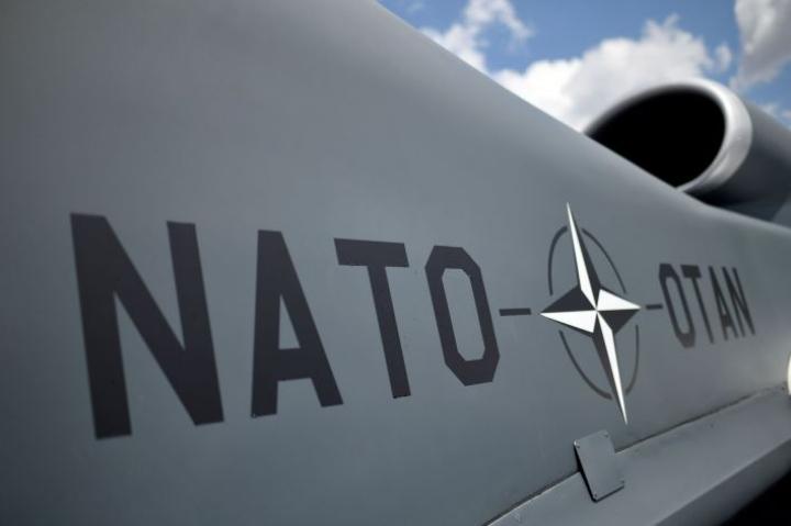 Lännen Media kysyi puolueilta myös, pitäisikö Ruotsin hakea Nato-jäsenyyttä, jos Suomi päättää tehdä niin. LEHTIKUVA/AFP