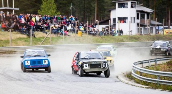 Ylämyllyn moottoriradalla järjestetään muun muassa niin sanotun jokamiesluokan autokilpailuja.