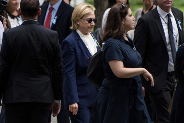 Tuoreen kyselyn mukaan Hillary Clinton (kesk.) johtaa kannatuksessa koko Yhdysvaltain mitassa, mutta hänen kilpakumppaninsa Donald Trump on edellä vaa'ankieliosavaltioissa Ohiossa ja Floridassa. USA äänestää presidentistä marraskuussa. LEHTIKUVA/AFP