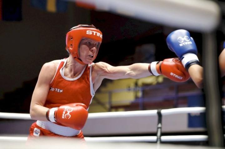 Mira Potkonen eteni nyrkkeilyn EM-kisoissa Espanjan Alcobendasissa puolivälieriin. Potkonen voitti hajatuomariäänillä 3-2.