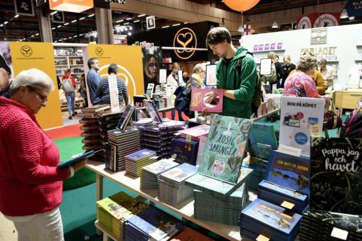 Noin viidesosa Helsingin kirjamessujen kävijöistä tuli tapahtumaan ensimmäistä kertaa. LEHTIKUVA / MARTTI KAINULAINEN