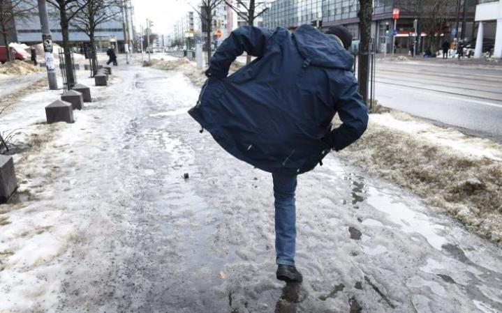 Maaliskuu oli suuressa osassa maata 1–2 astetta tavanomaista leudompi. LEHTIKUVA / HEIKKI SAUKKOMAA