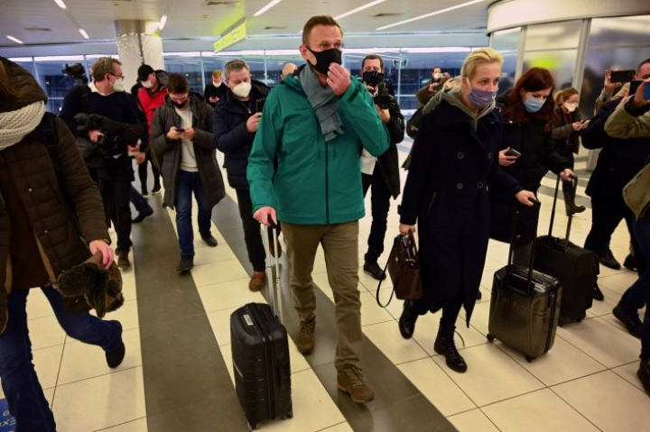 Venäjän oppositiojohtaja Aleksei Navalnyi otettiin kiinni eilisiltana hänen saapuessaan Moskovaan suuren kansainvälisen mediahuomion saattelemana.