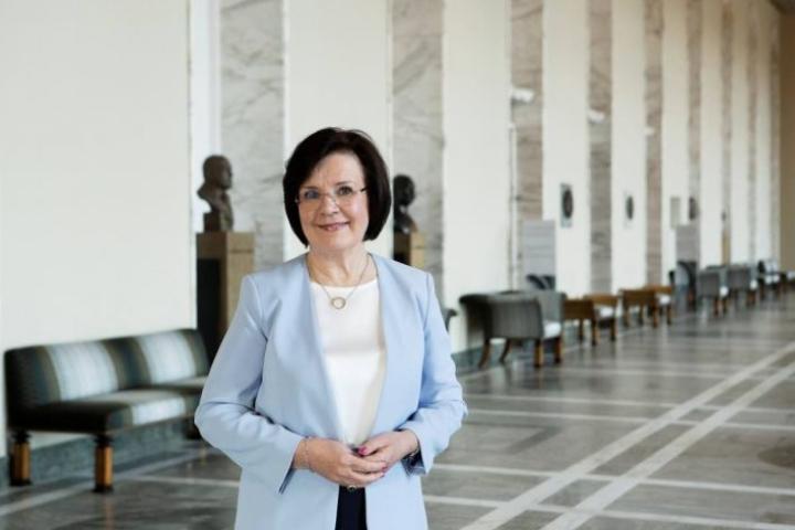 Maija-Leena Paavola ottaisi Ruotsista mallia budjetin käsittelyn nopeuttamiseen.