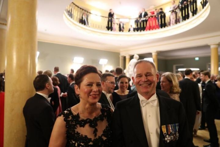 Itsenäisyyspäivän vastaanotto 2018 Presidentinlinnassa: Reserviläisliiton puheenjohtaja, liperiläinen reservin sotilasmestari Ilpo Pohjola ja puoliso Sirpa Arponen.