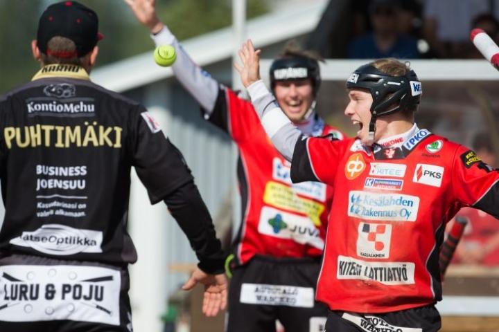 Jesse Eskelisen KiPa taistelee vielä hampaat irvessä pudotuspelipaikasta. Juha Puhtimäen JoMa saa pelata loppurunkosarjan hieman rennommin, sillä sijoitus runkosarjassa on todennäköisesti neljäs.