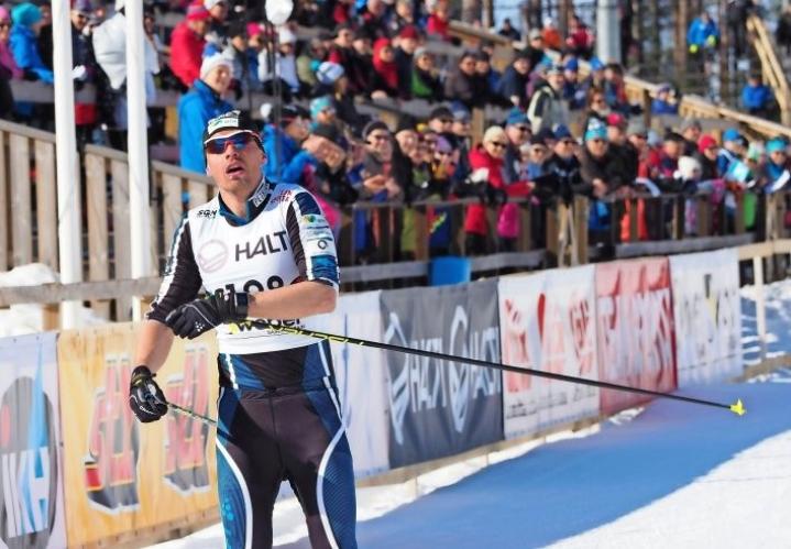 Joensuulainen Perttu Hyvärinen hiihti hienosti hopealle 10 kilometrin vapaan hiihtotavan kisassa kotimaisemissaan.