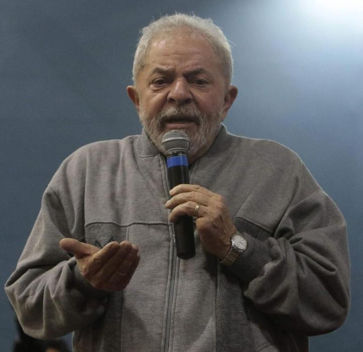 Brasilian ex-presidentti Luiz Inacio Lula da Silva puhui maan nykyhallituksen ehdottamia työreformeja vastaan Sao Paulossa viime perjantaina. LEHTIKUVA/AFP