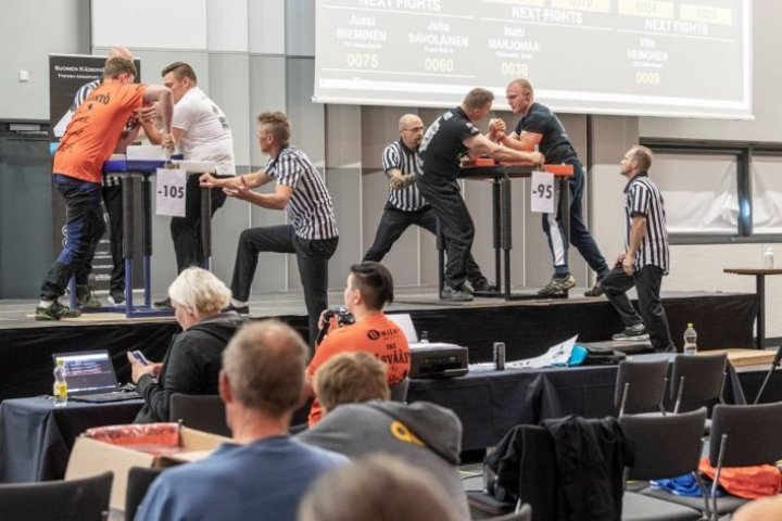 Kädenväännön suomenmestaruuskisoissa tulokkaat voivat saada heti vastaansa kansainvälisesti menestyneitä konkareita.