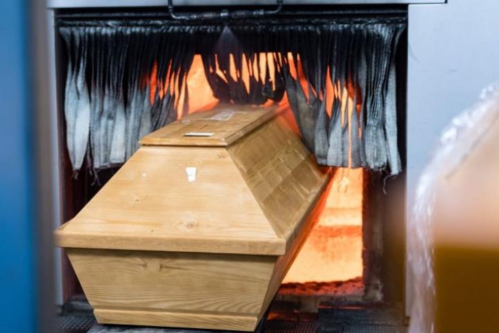 Meissenin krematorioon Saksassa tuodaan tällä hetkellä noin 400 vainajaa viikossa, kaksinkertainen määrä normaaliin talviaikaan verrattuna. Lehtikuva/AFP