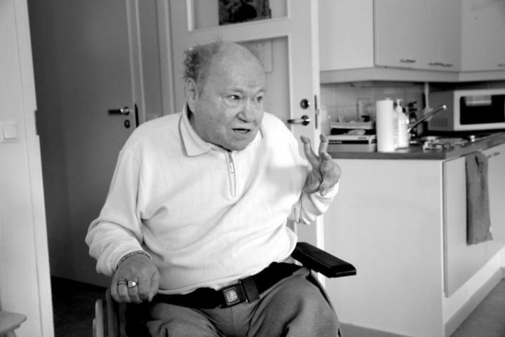 """Martti """"Mane"""" Helenius on menehtynyt. Kuva otettu helmikuussa 2016 Heleniuksen 70-vuotishaastattelun yhteydessä."""