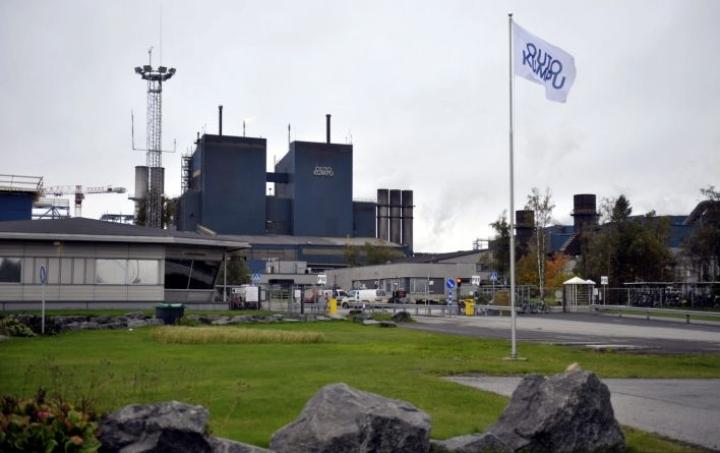 Työntekijät eivät ole STUKin mukaan altistuneet säteilylle Outokummun Tornion terästehtaalla. LEHTIKUVA/Kimmo Mäntylä