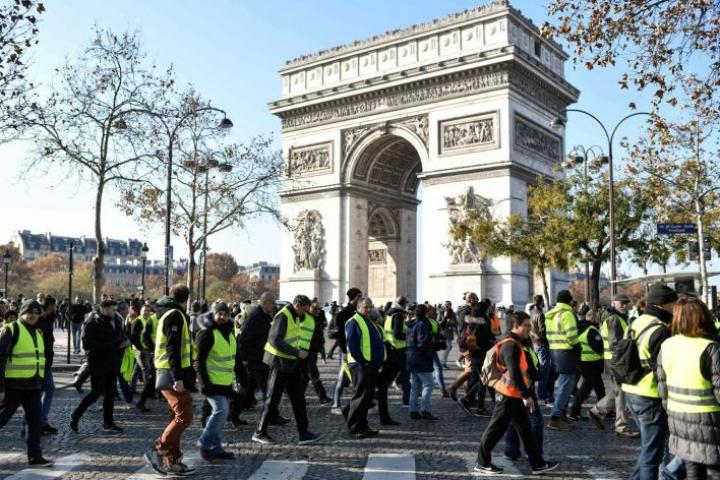 Keltaliivien mielenosoitukset kumpusivat alun perin polttoaineveron korotuksesta. Lehtikuva/AFP