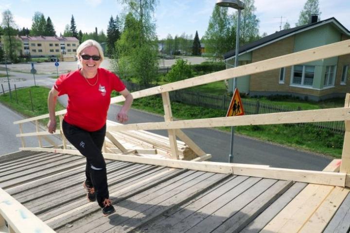 Arja Makkonen paiski viime kesänä töitä Jukolan viestin kisajärjestelyjen kanssa.