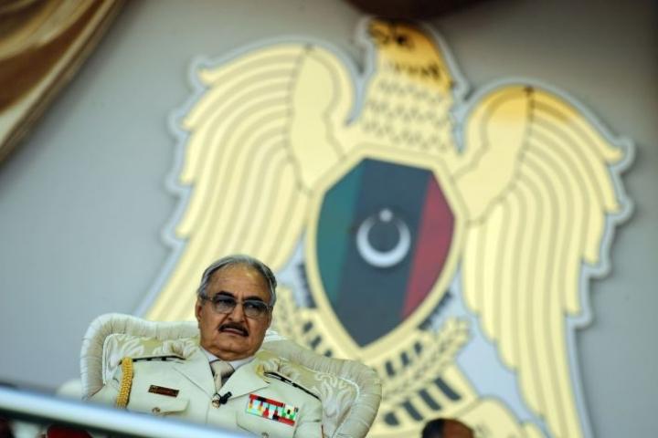 Venäjän puolustusministeriön mukaan libyalainen sotapäällikkö Khalifa Haftar tarvitsi lisäpäiviä neuvotellakseen häntä tukevien heimojen kanssa. Kuva vuoden 2018 toukokuulta. LEHTIKUVA/AFP