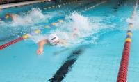 """Koronatilanne on helpottanut, Vesikossa kisattiin lähes 150 uimarin voimin, SM-kisat siintävät edessä - """"Harjoittelun tulos päästään viemään maaliin asti"""""""