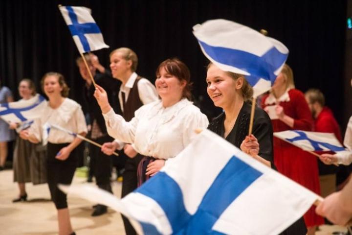 Sadan vuoden rakkaustarina on Motoran panos Suomen itsenäisyyden juhlavuoteen.