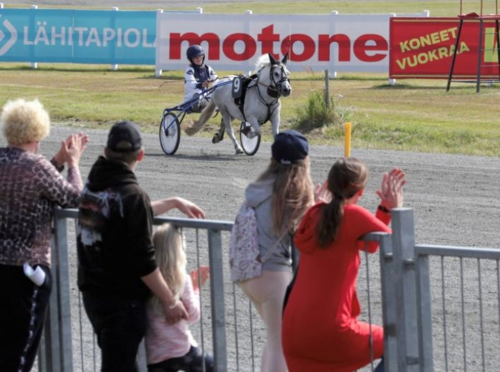 Maria Kiukas ohjasti voittoon sekä ponikuningatar Emmeros Bambin (kuvassa) että ponikuningas Thorvaldin.