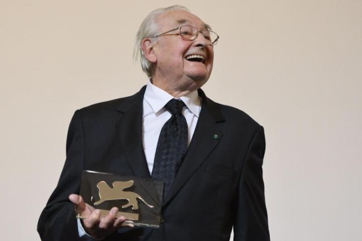Elokuvakonkari Andrzej Wajda sai palkinnon Venetsian elokuvajuhlilla vuonna 2013. LEHTIKUVA/AFP