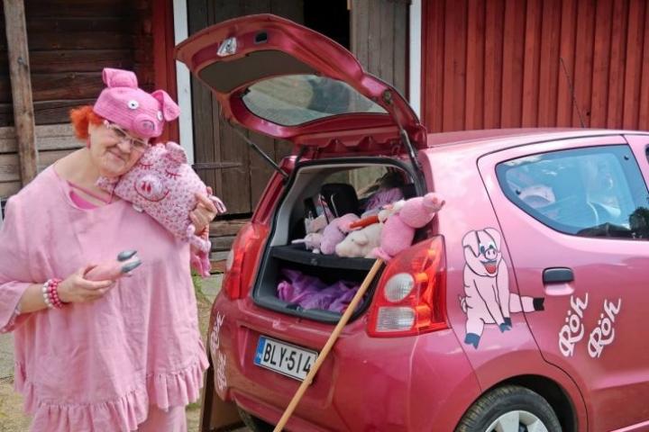 Kylli Kylliäinen rakastaa sikoja. Osan possuistaan hän toi näytille Potsipäivien Potsinäyttelyyn.
