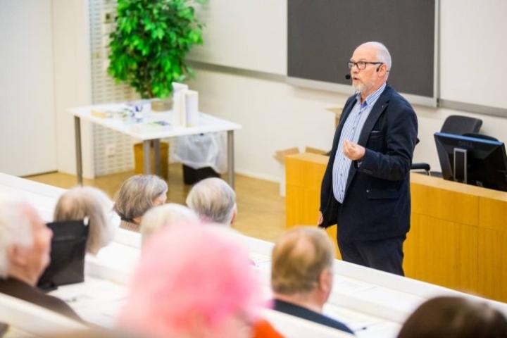 Päiviö Vertanen kehotti yleisöä kuuntelemaan omaa kehoaan ja kunnioittamaan kehon luontaisia lainalaisuuksia.