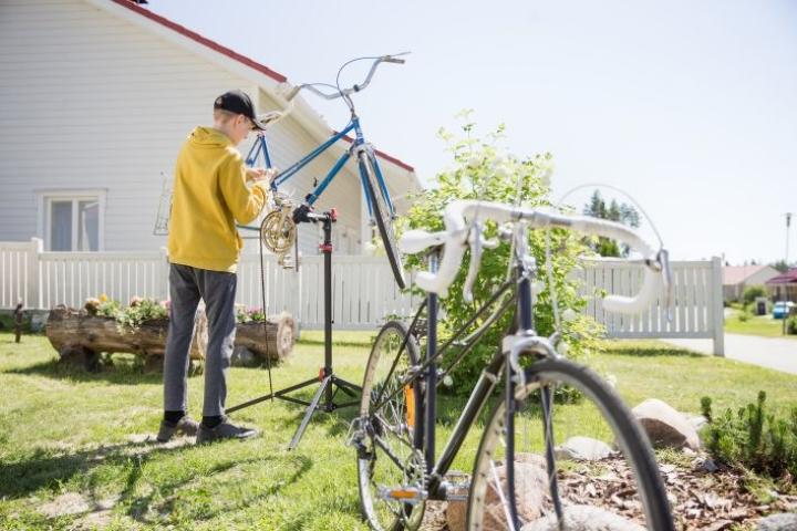 Laitinen on saanut kaikki kunnostettavat pyörät lahjoituksina Facebook-ryhmän kautta.