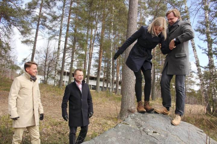 Aiemmin Mari Tarvainen (kuvassa toinen oikealta) työskenteli Kontionloikka Oy:n palveluksessa.