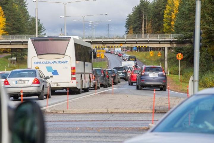 Pohjois-Karjalassa valtaosa matkasuoritteesta tehdään henkilöautolla.