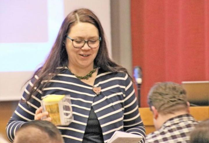 Elinkeinopäällikkö Anniina Kontiokorpi esittäytyi valtuustolle. Hän aloitti uudessa työssään viime viikolla.
