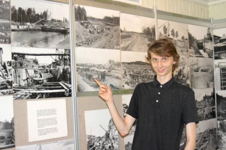 Pietari Käyhkö esittelee Varistaipaleen kanavamuseon rakentamisvaiheita ja toimintaa.