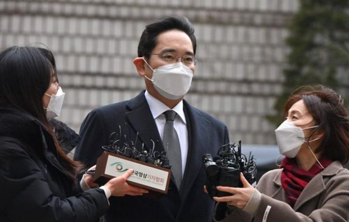 Lee Jae-yong tuomittiin kahden ja puolen vuoden vankeusrangaistukseen. Lehtikuva/AFP